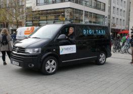 Im neuen Digitalisierungstaxi mit Oliver Pocher durch Hannover
